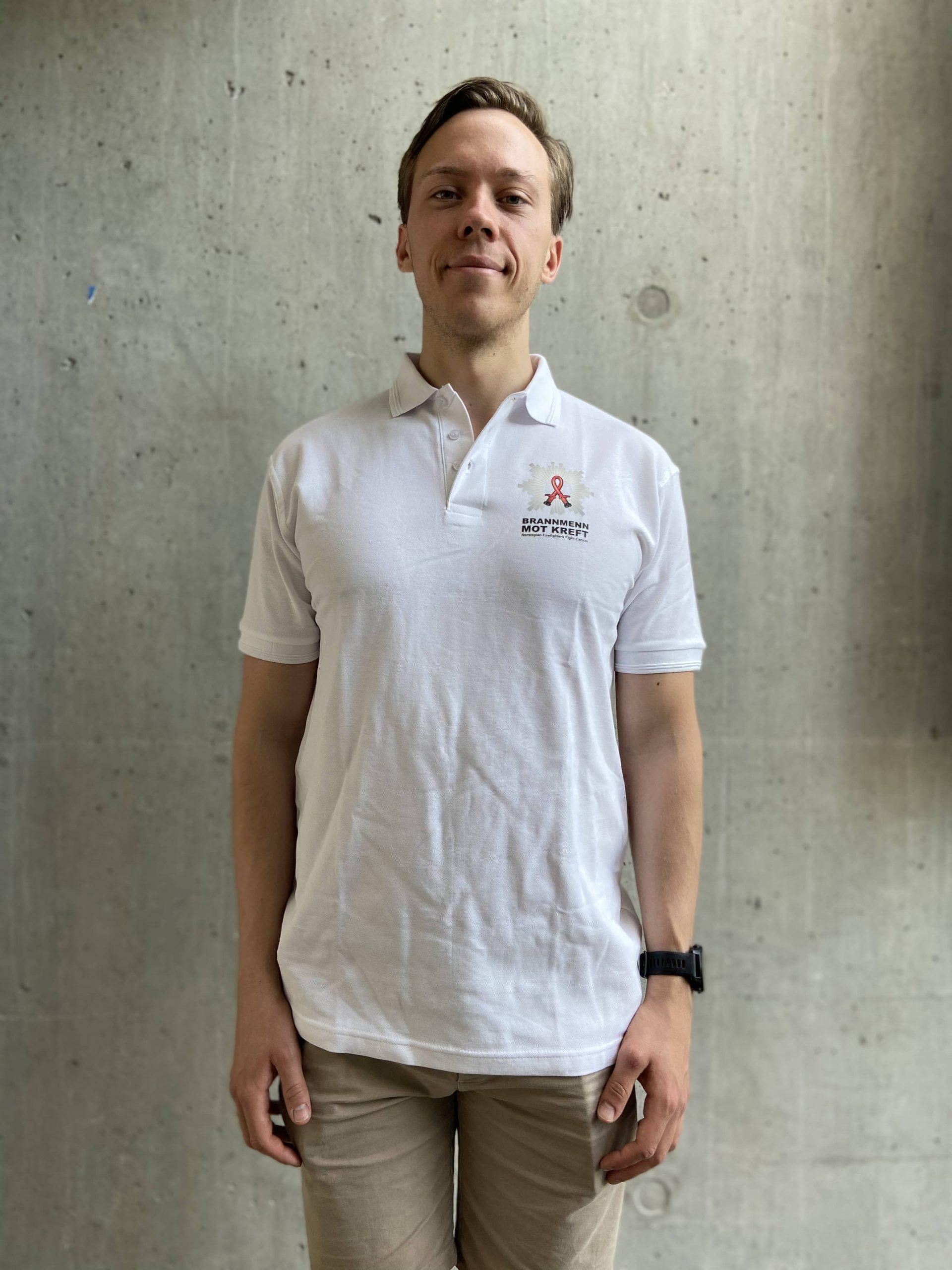 Hvit T skjorte | Brannmenn Mot Kreft